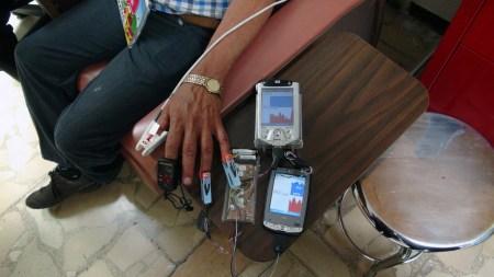Biodispositivo para monitorear a distancia los signos vitales de pacientes de diabetes, hipertensión y obesidad