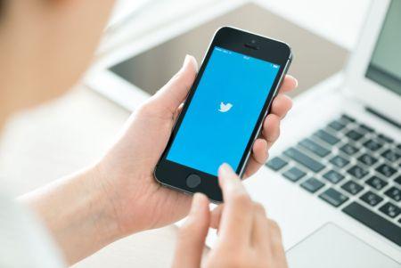 """Twitter añadiría """"Modo nocturno"""" a su app para iOS"""