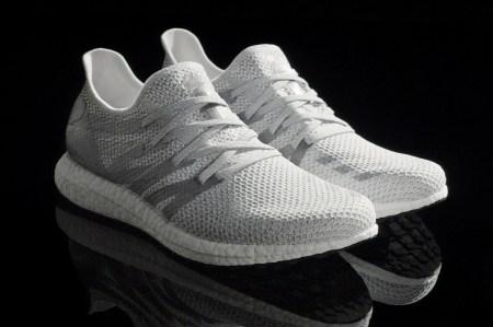 Adidas presenta zapato hecho por su fábrica de robots.