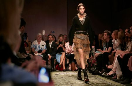 Burberry September Collection y su experiencia digital - the-burberry-september-2016-show_007