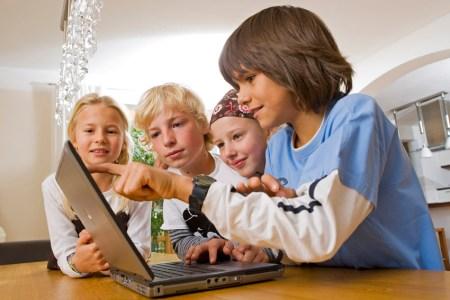 Estudio revela que los niños pasan la mayor parte de sus vidas en línea