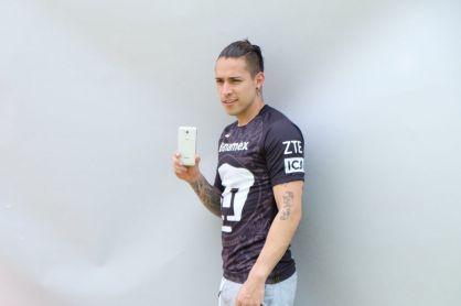 Entrega oficial del smartphone blade V6 plus a Jugadores de PUMAS - smartphone-blade-v6-plus-a-jugadores-de-pumas_5