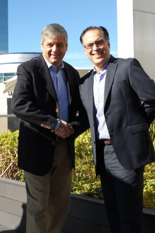 Microsoft y Red Hat expanden las posibilidades en la era de la nube híbrida - rh-microsoft-handshake2-534x800