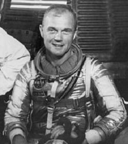 Muere John Glenn, el primer estadounidense en orbitar la Tierra - 220px-john_glenn_mercury_small