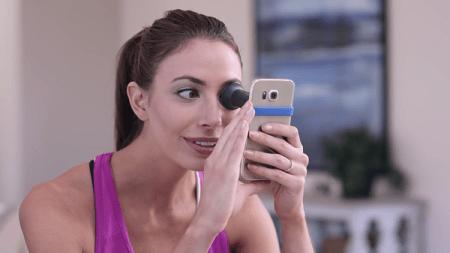 Desarrollan dispositivo para hacer exámenes de la vista con un smartphone