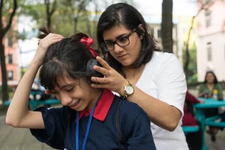Estudiantes mexicanos crean audífonos para niños con sensibilidad auditiva provocada por autismo