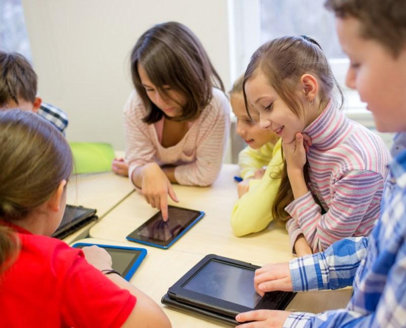 20% de los niños latinoamericanos pasan más de 2 horas conectados a Internet - nincc83os-latinoamericanos-pasan-mas-de-2-horas-conectados-a-internet-800x646