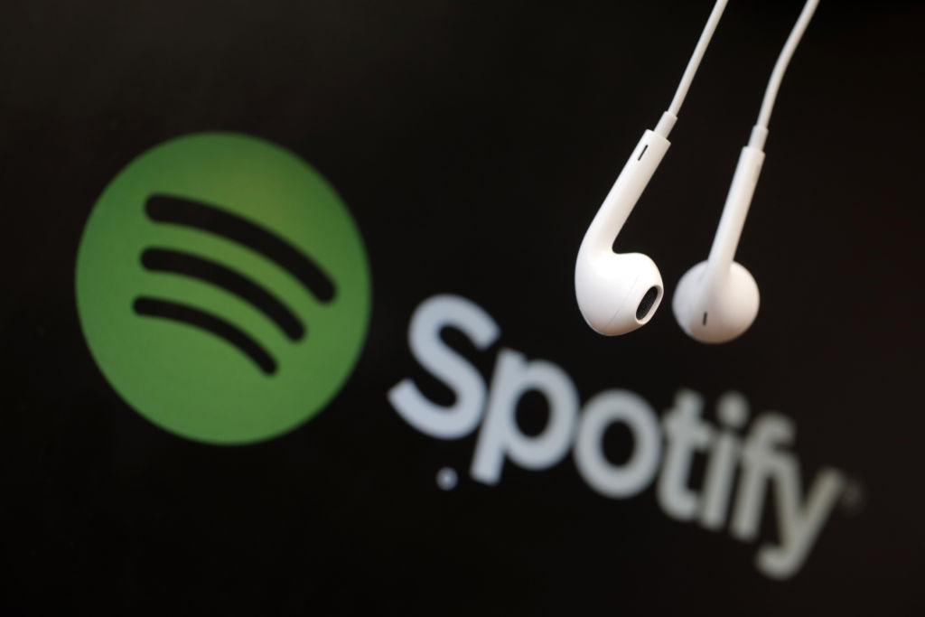 spotify headphones Spotify permitirá lanzar álbumes exclusivos para usuarios premium
