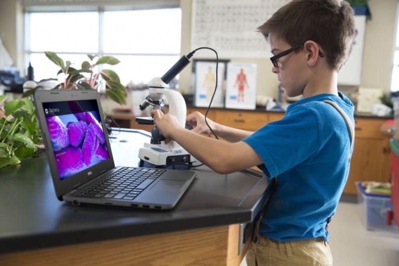 Dell lanza nueva línea de laptops Latitude serie Educación - student_microscope_laptop-800x534