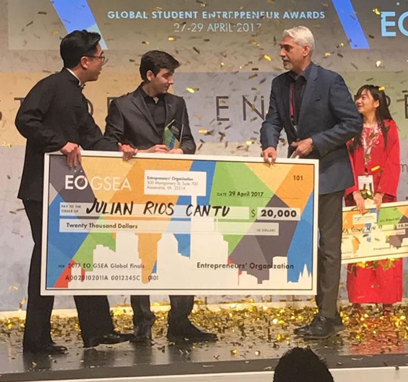 final mundial julian rios cantu Con Brassier que detecta cancer de mamá gana en los Global Student Entrepreneur Awards