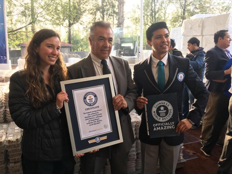 UberEATS y El Tizoncito rompen el récord Guinness de la mayor cantidad de tacos servidos en el mundo
