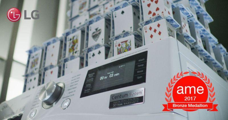 Gana prestigioso premio la creación de un castillo de Naipes en una lavadora en funcionamiento - lg-ame-award-02-800x422