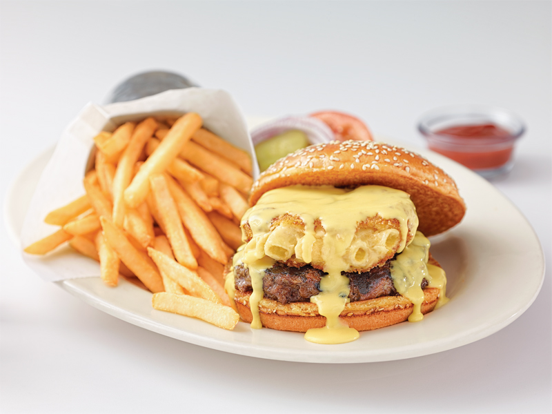 5 platillos que no conocías de The Cheesecake Factory - mac-cheeseburger-800x600