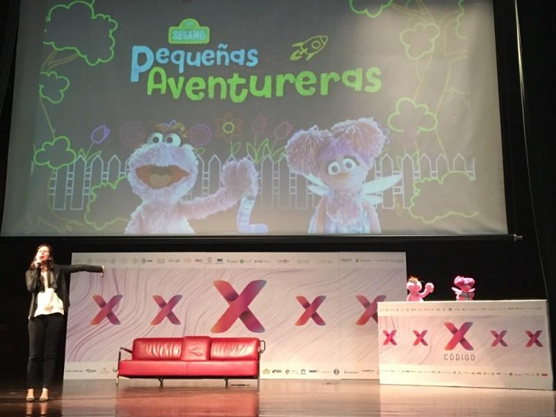 plaza sesamo codigox 1 800x600 Participan Sésamo y Youtube Kids en Código X con proyecto de ciencia para niñas