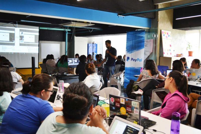 PayPal y Laboratoria en alianza para impulsar al talento femenino - laboratoria_1mx-800x534