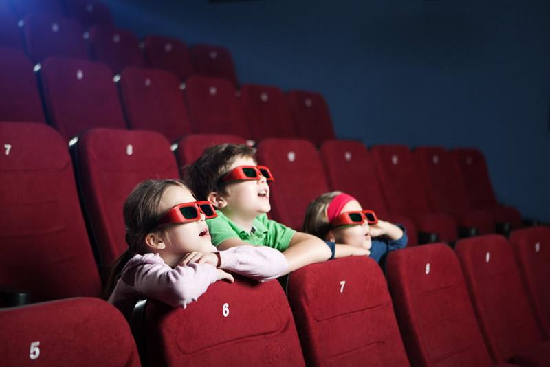 3 beneficios que tienen los niños al aprender de cine - ninos-cine
