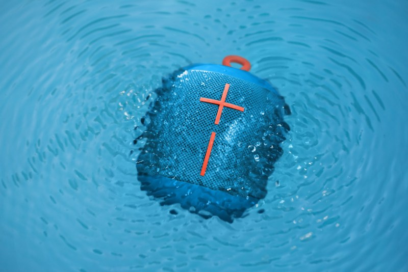 Wonderboom, la superportátil bocina Bluetooth impermeable llega a México - wonderboom-boom-waterpool-subzero-blue-800x534