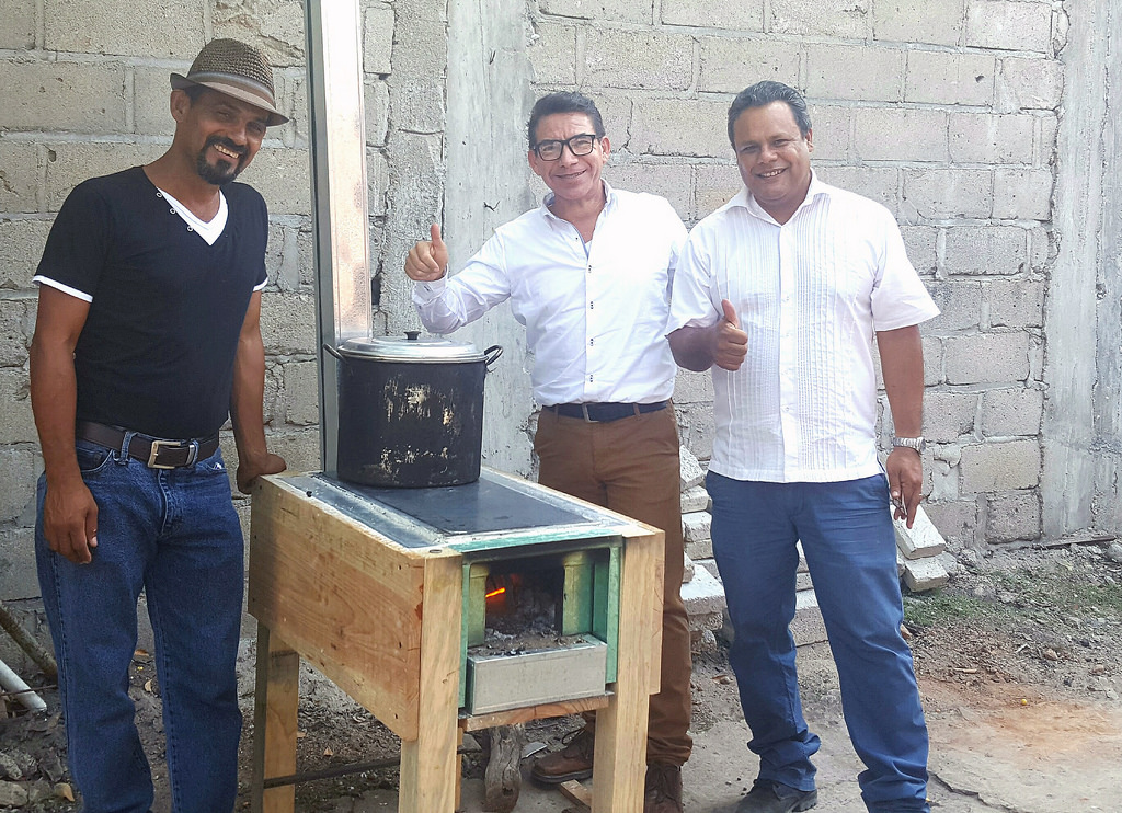 Investigadores mexicanos crean estufa ecológica móvil que ahorra 70 % de leña - estufa-ecologica-movil