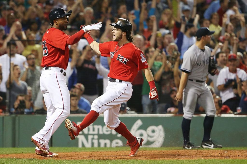 Los Medias Rojas de Boston usaron varios Apple Watch para robar señas a sus oponentes - boston-red-sox-1