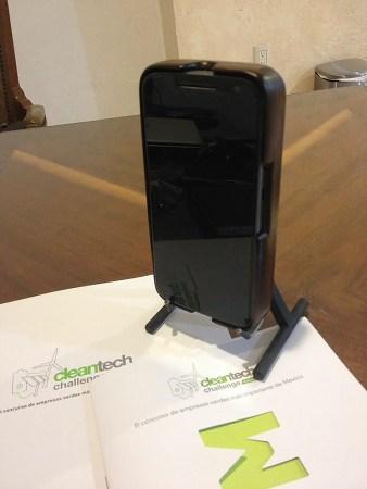 Crean emprendedores mexicanos carcasa que usa movimiento de tu cuerpo para cargar la batería del celular