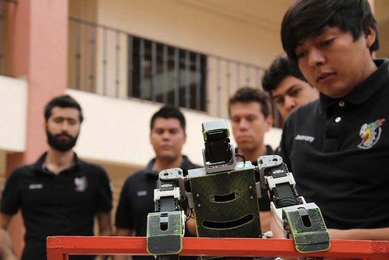 Impone robot mexicano record de salto en competencia internacional - robot-mexicano-record-de-salto-en-competencia-internacional_3-800x534