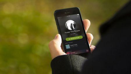 En Europa, Spotify y Deezer se lanzan en contra de Apple