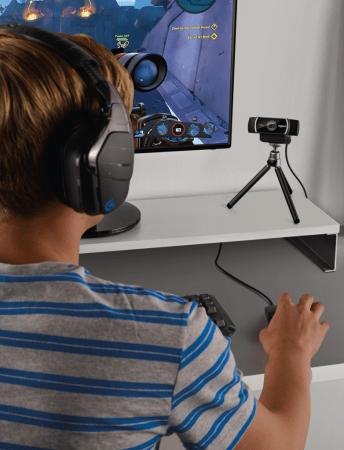 webcam c922 logitech 5 344x450 La webcam para que transmitas tus juegos como un gamer profesional