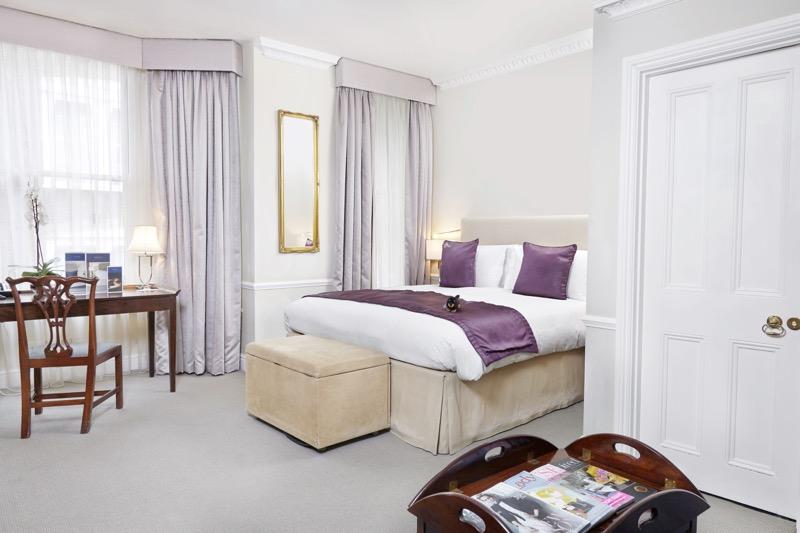 7 Hoteles perfectos para mujeres que viajan solas - dukes-hotel-1