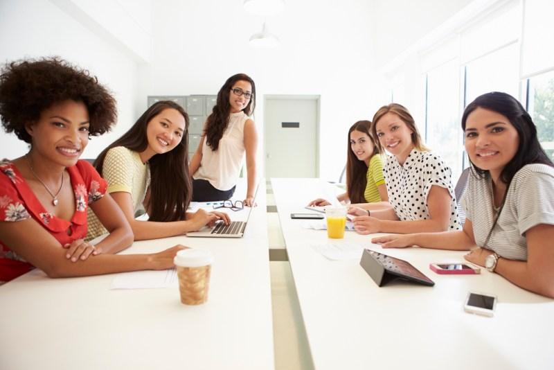Las mujeres están rompiendo la brecha tecnológica - mujeres-800x534