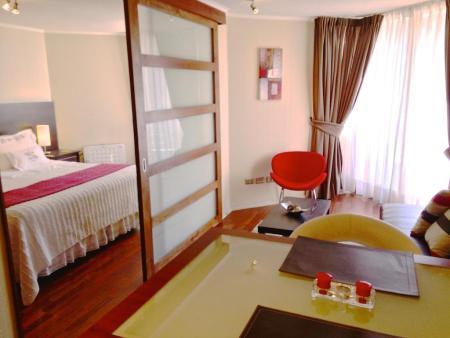 7 Hoteles perfectos para mujeres que viajan solas - trivento-apparts-santiago