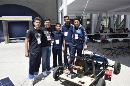 Estudiantes mexicanos crean auto de carga solar