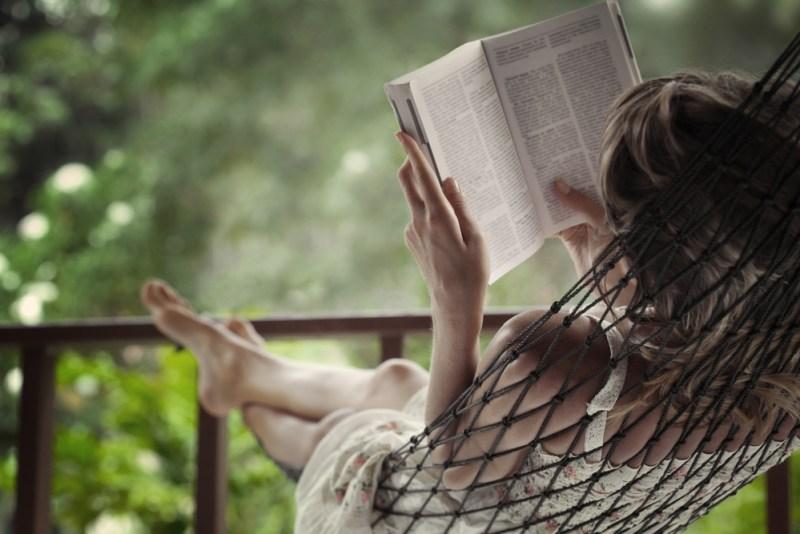 El 68% de los mexicanos combina libros digitales y de papel en sus ratos de lectura - dia-internacional-del-libro-800x534