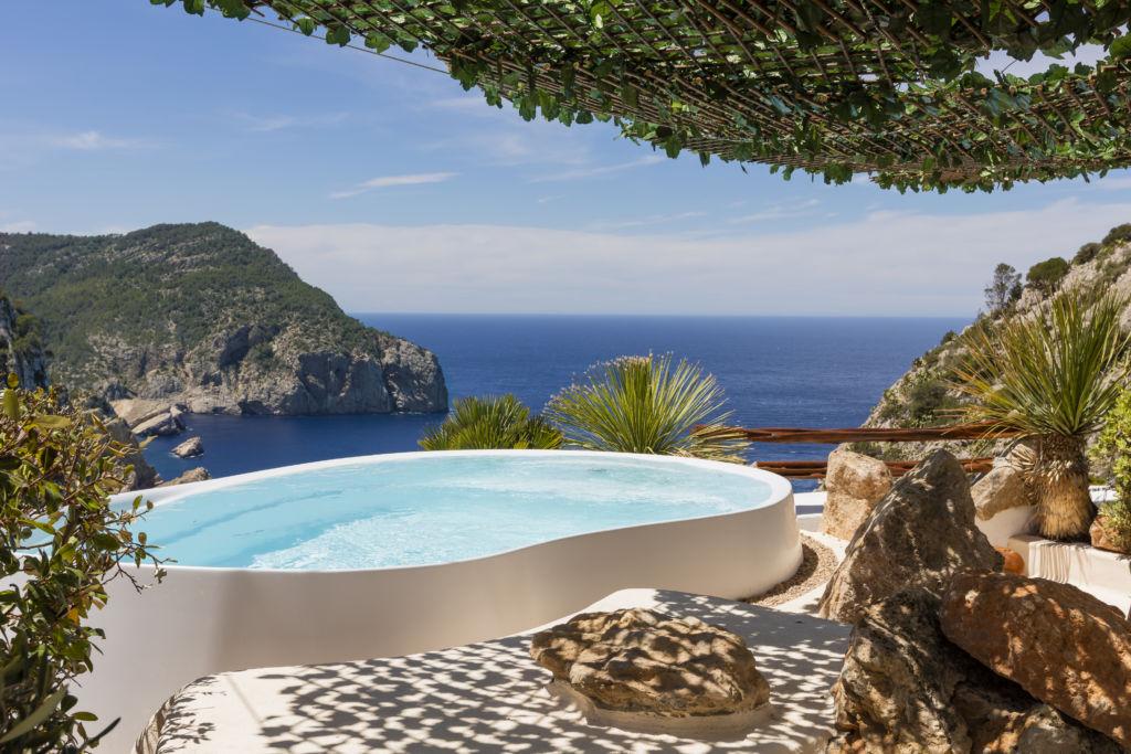 Los 10 alojamientos más Instagrameables del mundo, en Booking.com - hacienda-na-xamena-ibiza