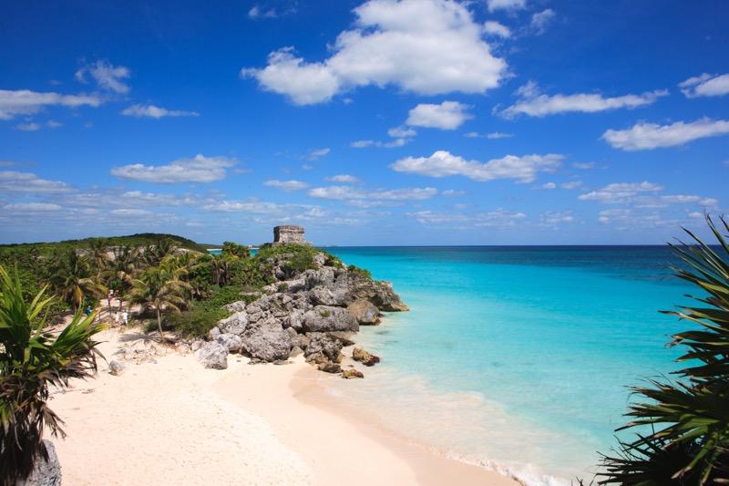 Booking.com revela los meses más baratos para conocer Latino América - tulum-mexico-2-800x533