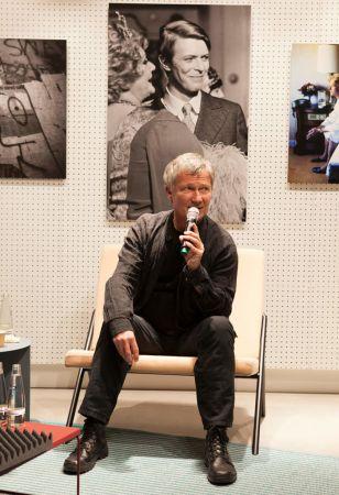 Dentro del Berlín de David Bowie: Cómo la ciudad transformó su música - bowie-berlin-speaker-308x450