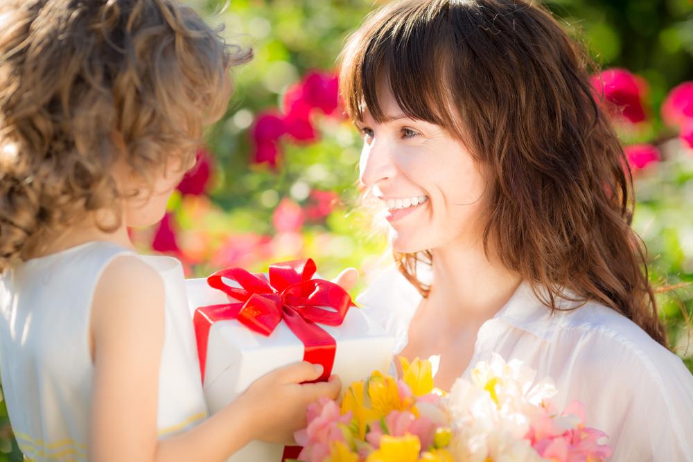 Infografía ¿Qué regalos son los que compran los latinoamericanos a las madres? - dia-de-las-madres-10-mayo