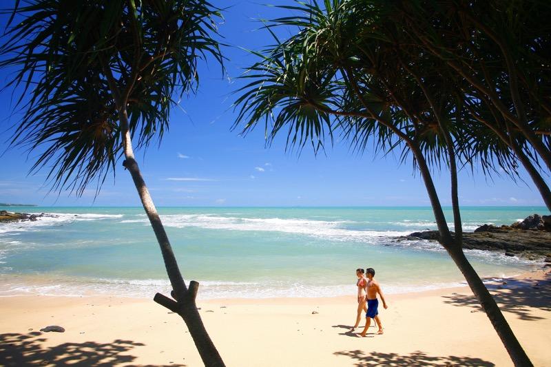 7 destinos paradisíacos que no te puedes perder ¡las playas más bellas del mundo! - 01_crown-lanta-resort-and-spa-_1