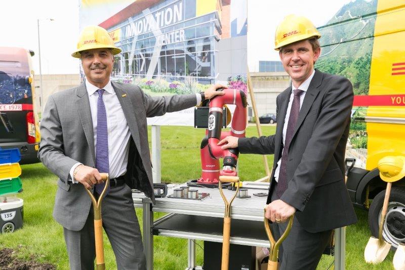 Anuncia DHL nuevo Centro de Innovación para las Américas - mike-parra-ceo-de-dhl-express-americas-y-matthias-heutger-director-global-de-soluciones-e-innovaciones-para-el-cliente-de-dhl-800x533