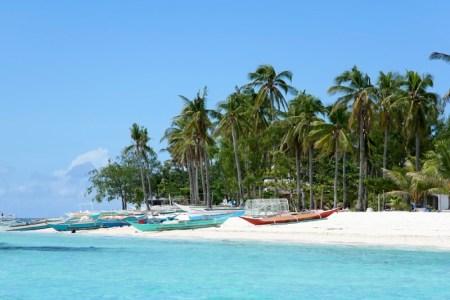 Los mejores destinos para nadar con tiburones este verano - malapascua-island-philippines