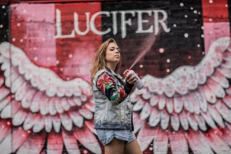 Estreno de la tercera temporada de LUCIFER por Universal Channel - mural-sofia-castellanos-lucifer-universal-channel