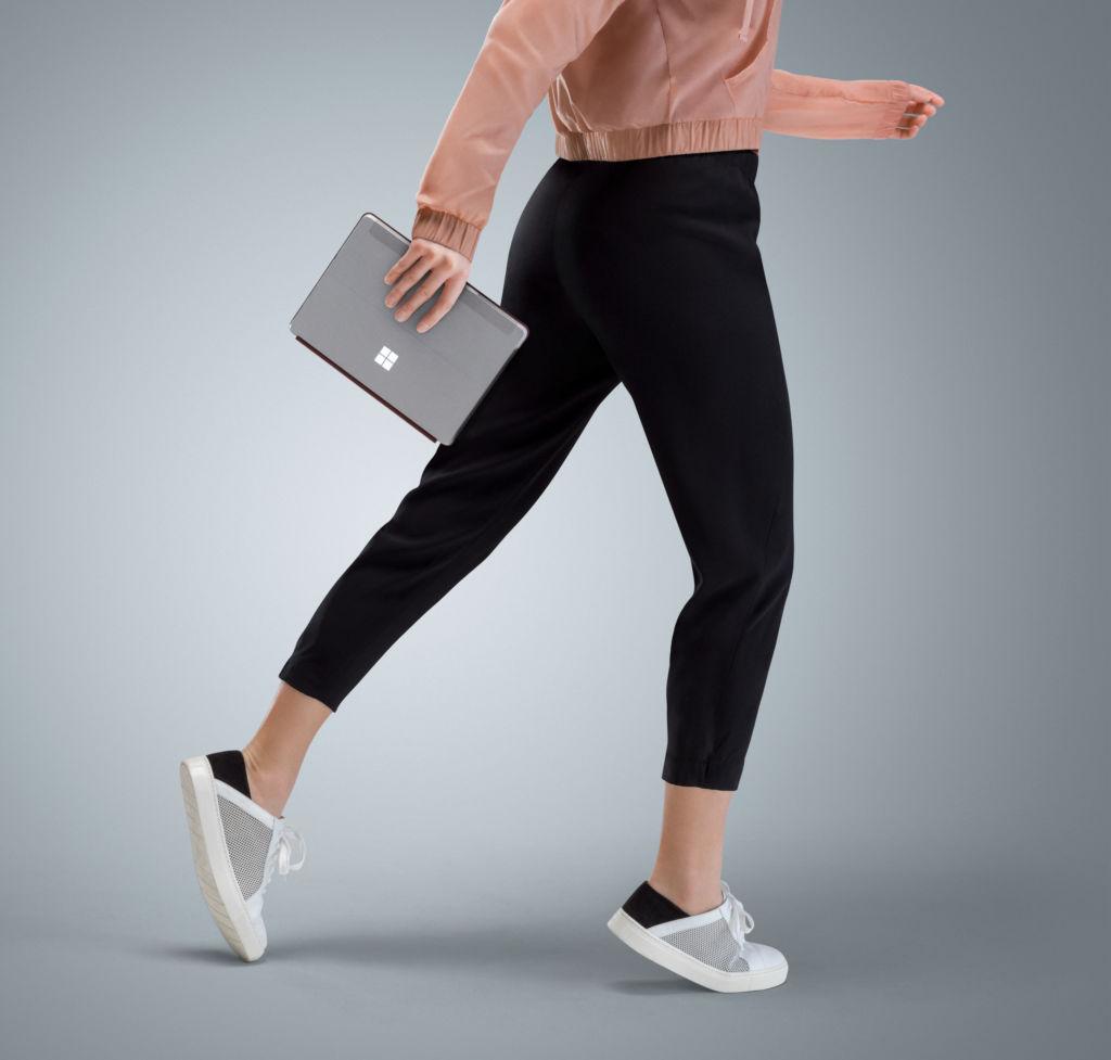 """Surface Go: Microsoft le entra (implícitamente) al mercado de las tablets """"económicas"""" - surfecego-on-the-go"""