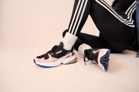 adidas presenta el segundo drop de Falcon de la mano de Kylie Jenner - adidas_originals_fw18_falcon_b28126_look_03_on_foot_0067_03