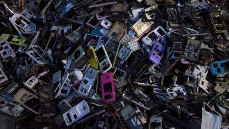 La Unión Europea evalúa ordenar la estandarización de cargadores para teléfonos móviles