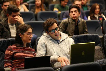 Plan V se estrena en México el 17 de Agosto - plan-v-juan-pablo-minor-y-amiga-2