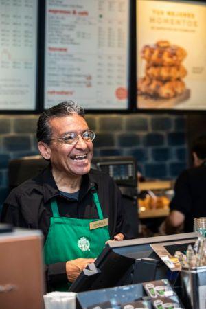 Starbucks abre la primera tienda operada por adultos mayores - starbucks-tienda-en-mexico-operada-por-adultos-mayores_1