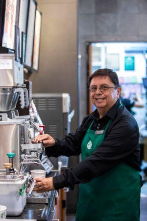Starbucks abre la primera tienda operada por adultos mayores - starbucks-tienda-en-mexico-operada-por-adultos-mayores_4