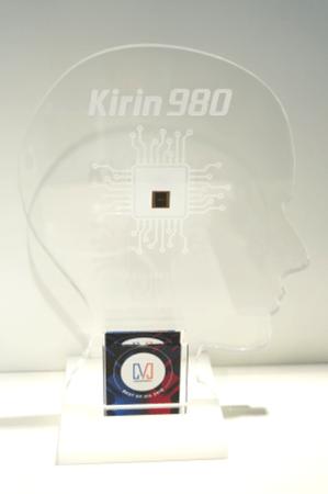 HUAWEI AI Cube, el Kirin 980 y HUAWEI Locator reciben importantes premios durante IFA 2018 - gadgetmatch-tambien-reconocio-al-kirin-980-299x450