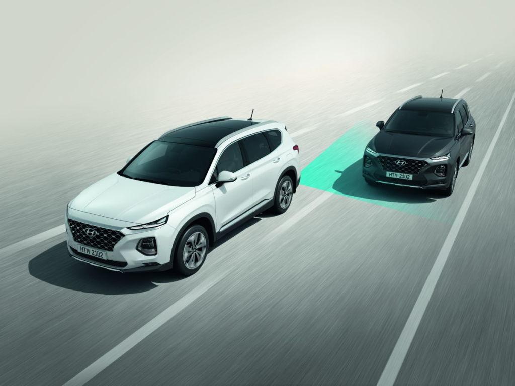 La totalmente nueva Hyundai Santa Fe y el renovado Elantra llegan a México - alerta-de-trafico-cruzado-hundai