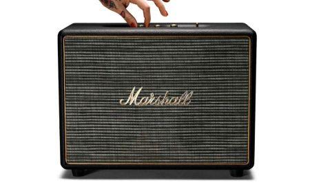 Marshall anuncia precios especiales en México de sus bocinas Woburn y Kilburn - marshall_woburn_black_hero_hand_1-450x275