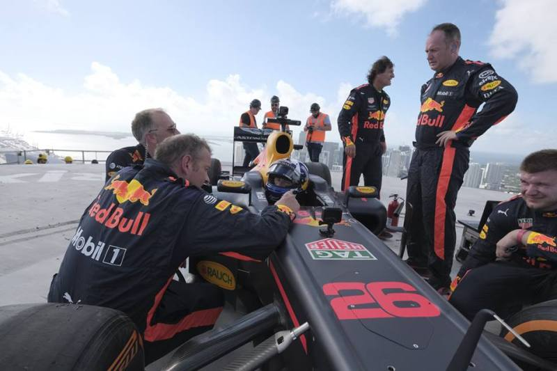 Citrix y Aston Martin Red Bull Racing unidos en la carrera hacia el futuro - citrix-y-aston-martin-red-bull-racing-800x533